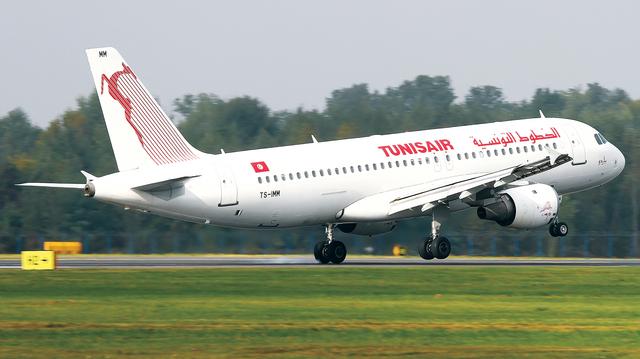الخطوط-التونسية مطار طائرة
