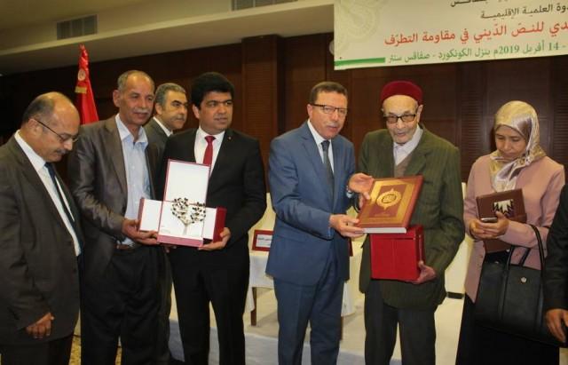 تكريم وزير الشؤون الدينية